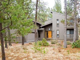 Golfer's Sunriver Home with Hot Tub and Flat Screen TV On Golf Course - Sunriver vacation rentals