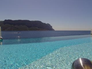 Sea Front, Luxury 3 Bedroom Villa with a Pool in Cassis - Cassis vacation rentals
