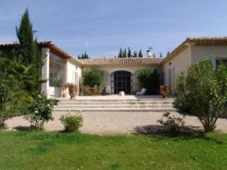 Holiday rental Villas Saint Remy De Provence (Bouches-du-Rhône), 350 m², 6 500 € - Clugnat vacation rentals