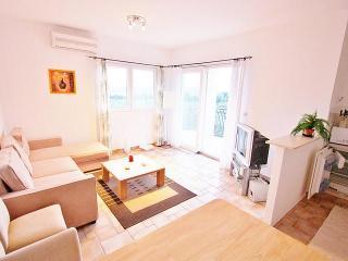 Villa Maslina - apartment Mikael - Cove Makarac (Milna) vacation rentals