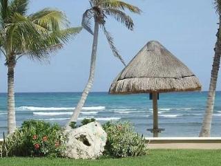 BEACHFRONT, Ground Floor, 3 BR, 3.5 Bath - Puerto Aventuras vacation rentals