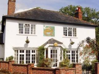 Dragon Lodge - Tranquill, rural retreat in Surrey - Dorking vacation rentals