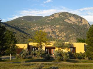 Casa Monta??ña* - Taos Area vacation rentals
