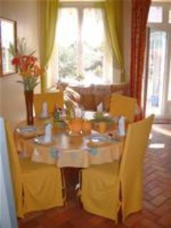 Another sunny, cozy breakfast at Joli-Jardin. - Spacious Belesta Bed & Breakfast in Midi Pyrenees - Belesta - rentals