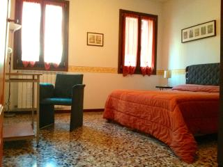Cà 5393 Orange, one bedroom house with free wifi - Venice vacation rentals