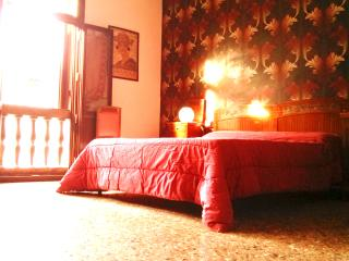 Vintage apartment, stylish house for 4 - 6 - Venice vacation rentals