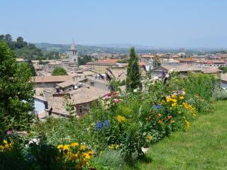UNIQUE APARTMENT, PANORAMIC GARDEN, old town - Spoleto vacation rentals