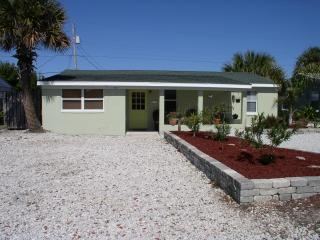 200ft to the beach, 5 * Reviews, Pets ok, wi fi - Ormond Beach vacation rentals