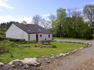 ROSMUC COTTAGE, pet friendly, character holiday cottage, with a garden in Rosmuc, County Galway, Ref 4036 - Kilkieran vacation rentals