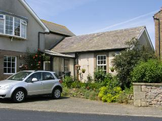 IVY COTTAGE, pet friendly in Chathill Near Beadnell, Ref 4158 - Chathill vacation rentals