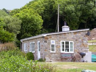 HEN FELIN ISAF, pet friendly, with open fire in Red Wharf Bay, Ref 3938 - Island of Anglesey vacation rentals