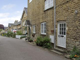 FORGET ME NOT COTTAGE, pet friendly, character holiday cottage, with open fire in Chipping Norton, Ref 4056 - Eynsham vacation rentals