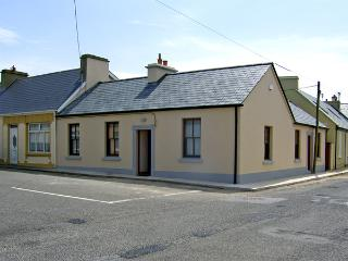 KILKEE COTTAGE, family friendly, with a garden in Kilkee, County Clare, Ref 4053 - Kilkee vacation rentals