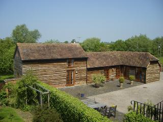 THE OLD STABLES, family friendly, character holiday cottage, with open fire in North Piddle, Ref 4063 - Worcestershire vacation rentals