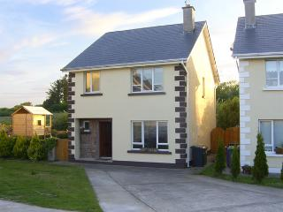 19 RIVER GLEN, pet friendly, with a garden in Curracloe, County Wexford, Ref 4072 - Wexford vacation rentals
