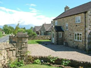 YORK HOUSE, pet friendly, character holiday cottage, with a garden in Hudswell, Ref 4075 - Hudswell vacation rentals