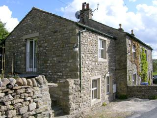 CARN COTTAGE, romantic, character holiday cottage, with open fire in Long Preston, Ref 3979 - North Yorkshire vacation rentals