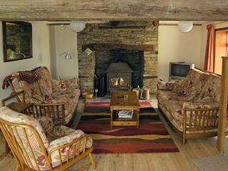 PLASAUDUON, pet friendly, character holiday cottage, with a garden in Bishops Castle, Ref 4013 - Shropshire vacation rentals