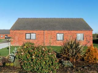 POUND COTTAGE, pet friendly, country holiday cottage, with a garden in Riccall , Ref 4010 - Fenwick vacation rentals
