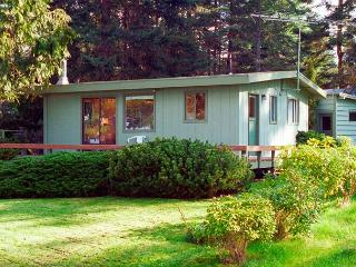 122 - Mutiny Bay Waterfront Cabin, 6552 next to #123 - Freeland vacation rentals