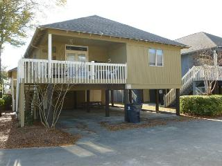 Cozy & Convenient Summer Cottage in Family Friendly Area with WIFI Included - Myrtle Beach vacation rentals