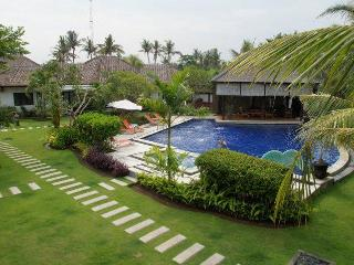 Romantic beachfront 3 villas resort - Nusa Lembongan vacation rentals