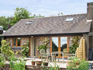 BARKS COTTAGE, pet friendly, country holiday cottage, with a garden in Moneystone, Ref 3888 - Staffordshire vacation rentals