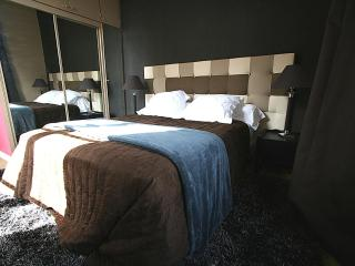 BEAUTIFUL LE MARAIS NOTRE DAME - Queen Bed, Paris - Paris vacation rentals
