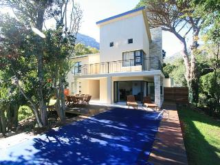 Sentinel View, Hout Bay. Luxury 4 bedroom Villa. - Scarborough vacation rentals