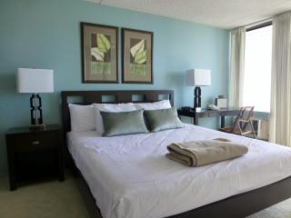 Waikiki 2BR 2BA 1PK 32F Ocean vw Renovated - Honolulu vacation rentals