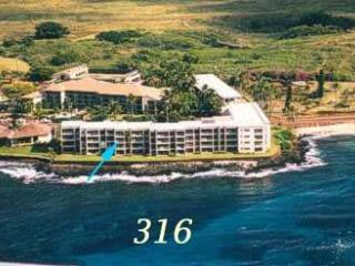 Gorgeous OceanFront Honeymoon Suite @ Kuhio Shores - Waimea vacation rentals