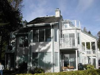 WOW! 3 Bedroom 2  Bath Condo on Spectacular Beach - Parksville vacation rentals
