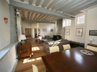 Elegant Ile Saint Louis Apartment Rental in Paris - Paris vacation rentals