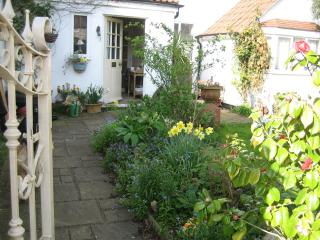 Malara Cottage - Bed & Breakfast on the Riverside - Dorking vacation rentals