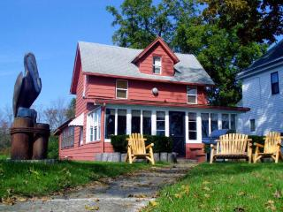 Historic NIAGARA RIVER COTTAGE  NEAR Niagara Falls - Youngstown vacation rentals