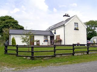 DESSIE'S COTTAGE, pet friendly, character holiday cottage, with a garden in Macroom, County Cork, Ref 4241 - Macroom vacation rentals