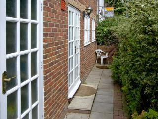 SAIL LOFT ANNEXE, pet friendly in Yarmouth, Isle Of Wight, Ref 4222 - Southampton vacation rentals