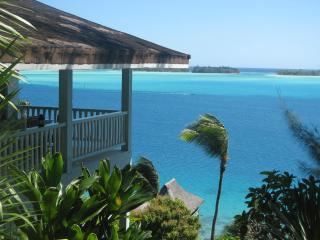 SPLENDID VILLA OVERLOOKING THE LAGOON OF BORA BORA - Vaitape vacation rentals