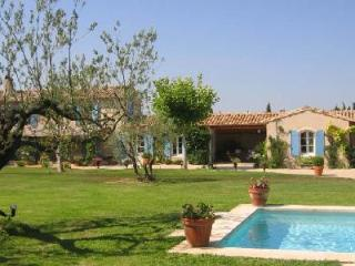 Traditional Farmhouse St. Remy in landscaped gardens with lavender, pool & patio - Bouches-du-Rhone vacation rentals