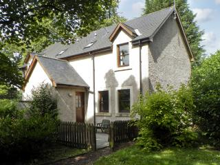 GROOM'S COTTAGE, pet friendly, country holiday cottage, with a garden in Chirnside, Ref 4278 - Scottish Borders vacation rentals