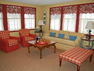 Charming Redbird Cottage- 3 blk walk 2 Lk MI Beach - Muskegon vacation rentals