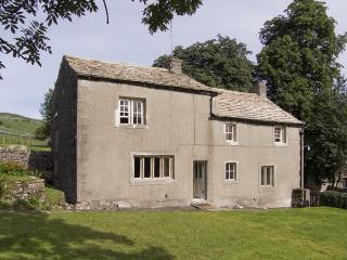 TOWN HEAD FARM, family friendly, luxury holiday cottage, with a garden in Malham, Ref 4291 - Kettlewell vacation rentals