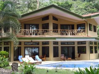Beachfront Home with Gorgeous Pool near Dominical - Dominical vacation rentals