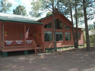 Cozy modern cabin in Pinetop's Az - horses allowed - Show Low vacation rentals