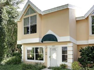 2 bd rm Beach town home in Vero Beach Fla 73 pics that sleeps 4 but can fit 6 for visiting guests. - Vero Beach vacation rentals