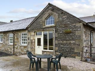 TETHERA COTTAGE, pet friendly, character holiday cottage, with a garden in Lupton, Ref 4247 - Bentham vacation rentals