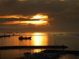 Legaspi Towers on the Boulevard Facing Manila Bay - Manila vacation rentals