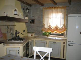 Charming house - ideal place to visit Northern Ita - Specchio vacation rentals