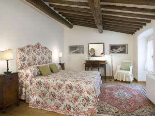 Florence Vacation Apartment with 3 Bedrooms at Medici - Gagliano vacation rentals