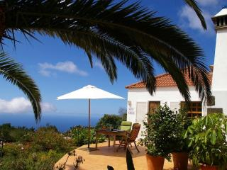 Casa Lucia, sea views, WiFi, BBQ, now with Air Con - La Palma vacation rentals